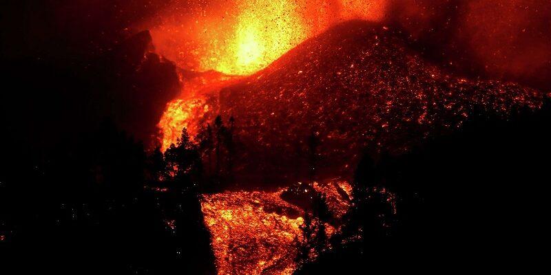 Lava del volcán de La Palma producirá gases nocivos al llegar al mar