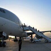 DOBLE LLAVE - Llegó a Kabul el primer vuelo comercial desde el exterior tras reapertura del aeropuerto