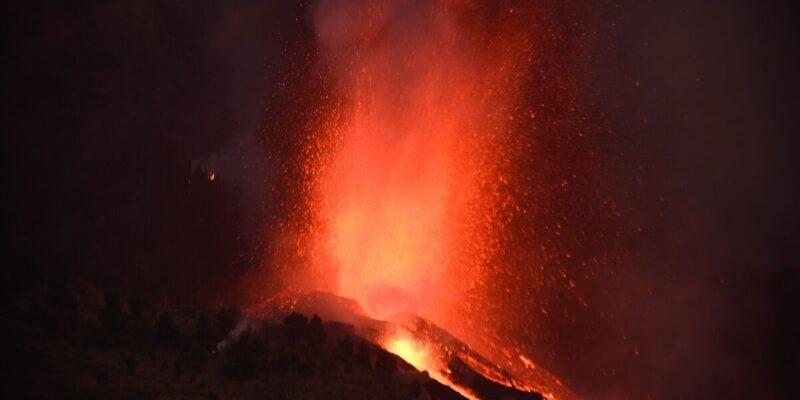 DOBLE LLAVE - Más de 5.000 personas serán evacuadas tras erupción del volcán en La Palma