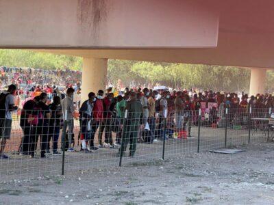 Miles de haitianos acampan en Texas tras cruce fronterizo masivo