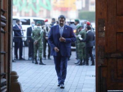 DOBLE LLAVE - Nicolás Maduro invitó a dialogar sobre la democracia en el Celac