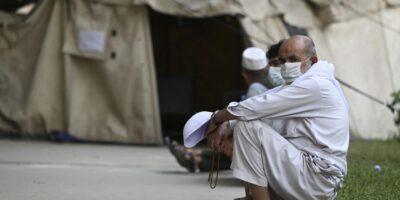 Talibanes piden ayuda internacional en reunión con director de OMS