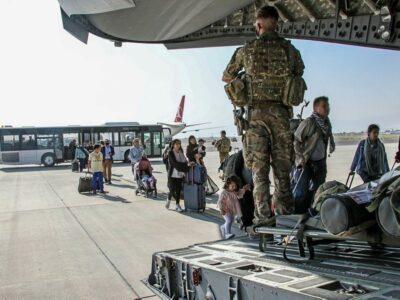 DOBLE LLAVE - UE negó falta de coordinación con Estados Unidos en Afganistán