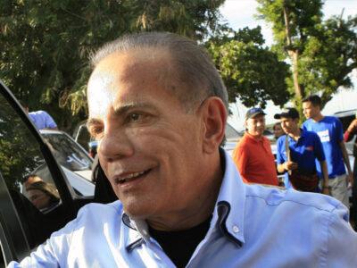 Manuel Rosales inscribió su candidatura a la Gobernación del Zulia