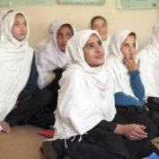DOBLE LLAVE - Unesco denunció la exclusión de la educación a mujeres en Afganistán