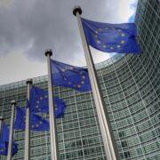 UE espera que 70 % de la población mundial esté vacunada en 2022