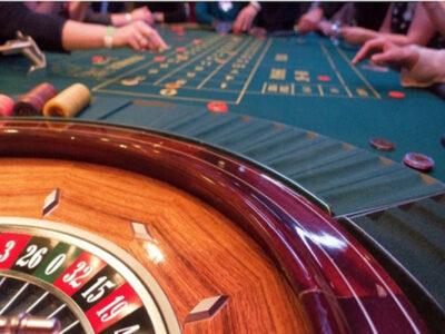Los casinos no resolverán la crisis económica, según Luis Oliveros