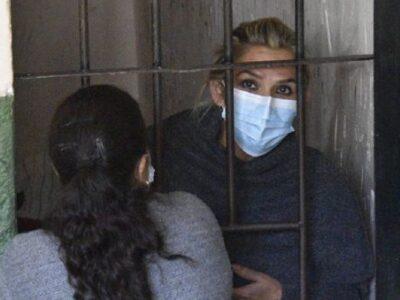 """DOBLE LLAVE - Jeanine Áñez dice que es """"víctima de violencia y tortura psicológica"""" en prisión"""