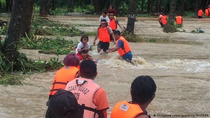 DOBLE LLAVE - Tormenta tropical en Filipinas deja al menos 9 muertos