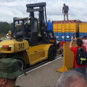 Autoridades reabrirán paso comercial en frontera con Colombia este martes