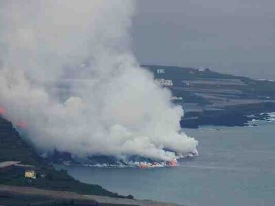 DOBLE LLAVE - Delta generado por lava del volcán de La Palma supera las 20 hectáreas