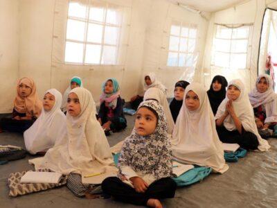 """Talibanes permitirán """"pronto"""" a todas las niñas regresar a las escuelas"""