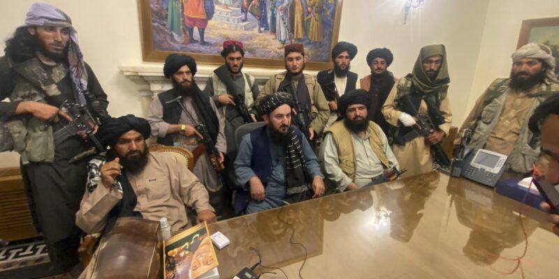 Talibanes se centran en ayuda internacional en reuniones con EE.UU.