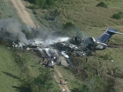 Un avión con 21 personas a bordo se estrelló en Texas