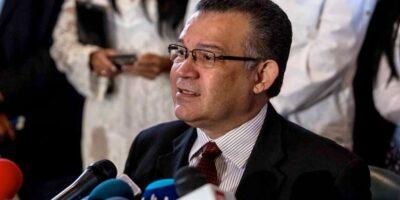 """Rector Márquez cuestionó el """"voto entubado"""" para el 21N"""