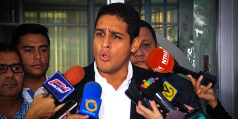 A pesar del inconveniente, el político opositor pudo ingresar al centro de votación ubicado en el estado La Guaira